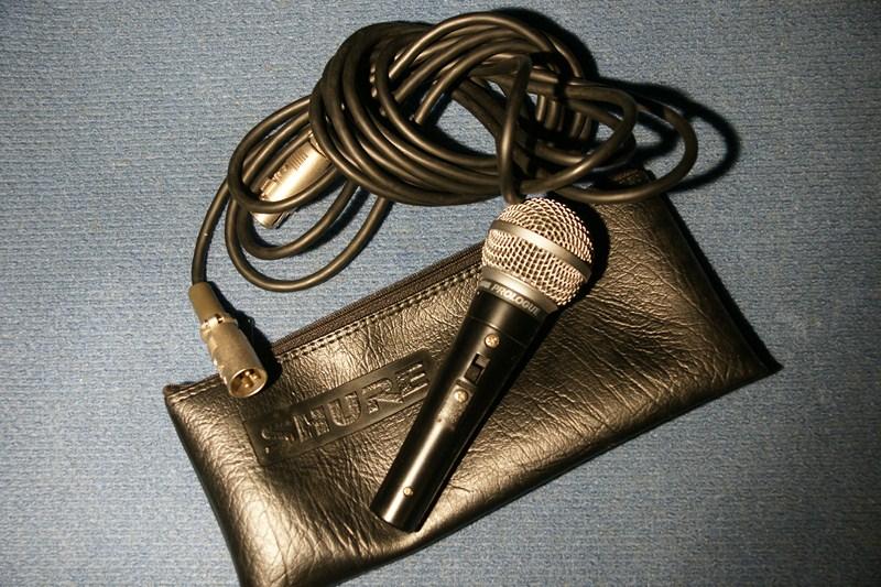 Micro cầm tay có dây Shure 14L